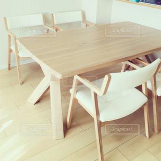 ダイニング ルームのテーブルの写真・画像素材[1160919]