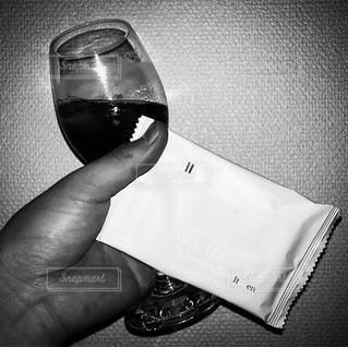 グラスを持つ手 - No.745197