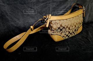 黒と黄色のバッグ - No.797033