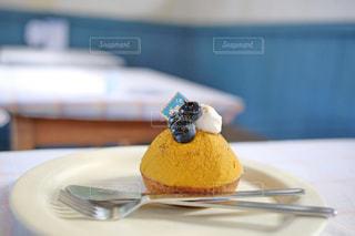 皿の上のケーキの一部 - No.856453