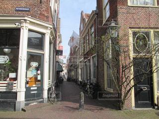 オランダ・ライデン、小さな街の一角の写真・画像素材[801769]