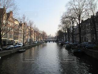 まるで絵画のような、美しいオランダ・アムステルダムの風景の写真・画像素材[804829]
