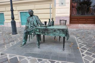 酔っ払いオジサンの彫刻(ブダペスト)の写真・画像素材[855217]