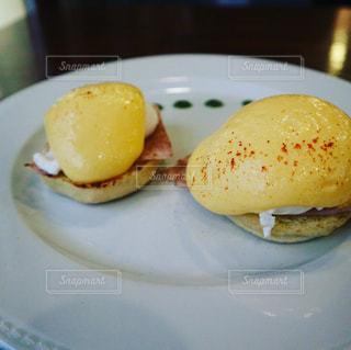 ブダペストで食べたエッグベネディクト(サーカスカフェの写真・画像素材[1008592]