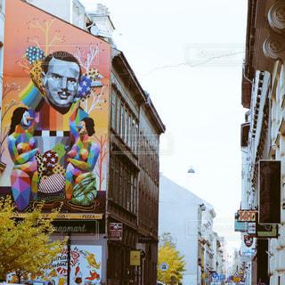 ブダペスト、ペスト7区のウォールアート(ハンガリー)の写真・画像素材[1215296]
