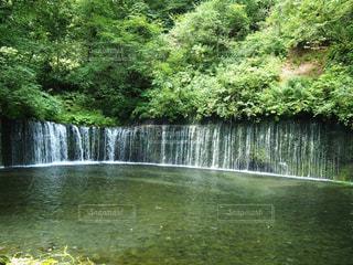滝の水の体の上に行くの写真・画像素材[743351]