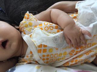 赤ちゃんのお昼寝の写真・画像素材[1373212]