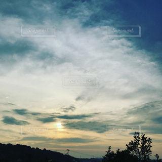空には雲のグループの写真・画像素材[763350]