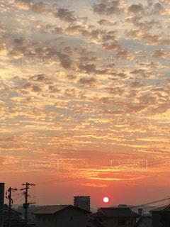 朝焼け時の都市の景色 - No.856514