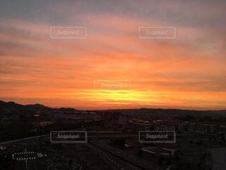 街に沈む夕日の写真・画像素材[1268802]