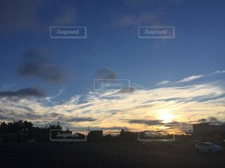 空には雲のグループの写真・画像素材[744585]