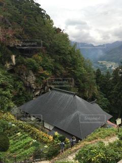背景の山と木の写真・画像素材[807707]