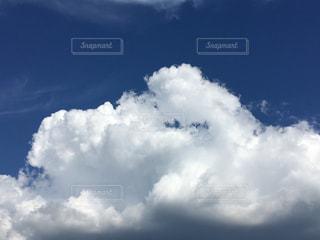 青い空に雲の写真・画像素材[1388494]