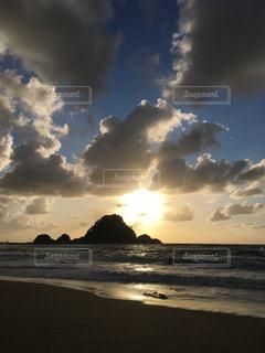 ビーチで空の雲の写真・画像素材[1398732]