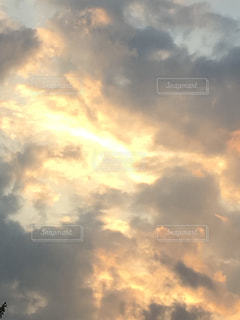 空にある雲のグループの写真・画像素材[2173637]