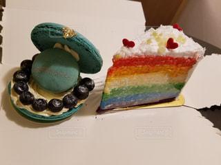 皿の上のケーキの一部の写真・画像素材[745308]