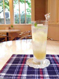 カフェでレモンスカッシュの写真・画像素材[865272]