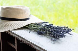 花と帽子の写真・画像素材[2338945]