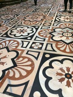ミラノのドゥオモ内、床タイルの写真・画像素材[747223]