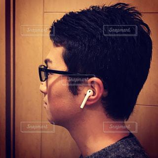携帯電話で話す男性の写真・画像素材[745850]
