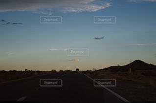 アメリカで撮影した、ロードトリップ中の風景の写真・画像素材[745875]