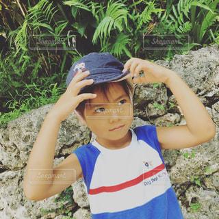 帽子をかぶった少年の写真・画像素材[912156]