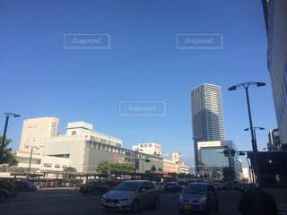 車の通りの都市の運転の写真・画像素材[747277]