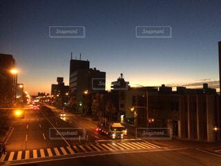 夜の街の景色の写真・画像素材[900134]