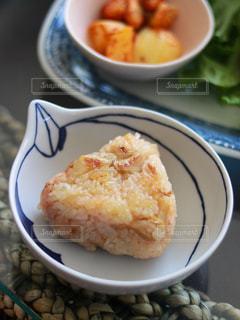 たけのこご飯で焼きおにぎりの写真・画像素材[3140527]