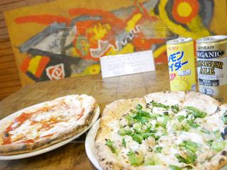 テーブルの上に食べ物のプレートの写真・画像素材[848369]