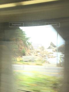 トンネルの隙間からの写真・画像素材[748640]