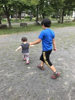 公園で遊ぶ少年の写真・画像素材[756926]