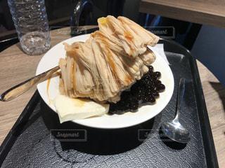 テーブルの上に食べ物のプレート - No.816167