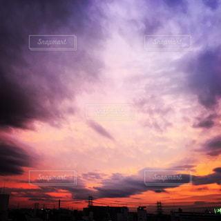 台風中の夕焼けの写真・画像素材[750163]