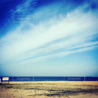 青と白のビーチの写真・画像素材[750165]