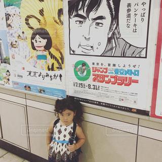 表参道駅にいる女の子 - No.750524