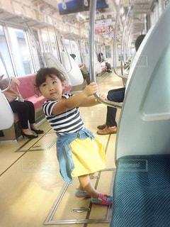 電車の中の女の子 - No.750681