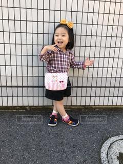 サッカー ボールを保持している若い女の子の写真・画像素材[787469]