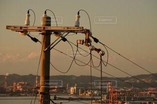 都市に掛かっている信号機の写真・画像素材[3540438]