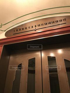 レトロなエレベーターの写真・画像素材[798373]