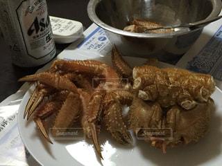 テーブルの上に食べ物のプレートの写真・画像素材[751875]
