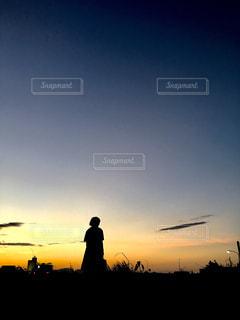 学校帰りの夕焼けの写真・画像素材[769707]