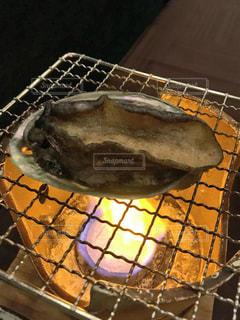 近くにグリルの金属鍋のアップの写真・画像素材[752304]