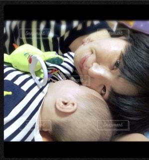 赤ちゃんとママの写真・画像素材[757128]