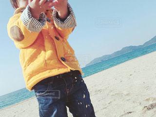 ビーチに立っている人の写真・画像素材[754634]