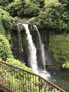 川に大きな滝 - No.755354