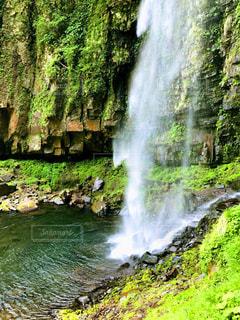 森の中の大きな滝 - No.755496