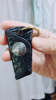 携帯電話を持つ手 - No.765815