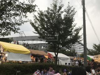 テントの中で人々 の群衆の写真・画像素材[944616]
