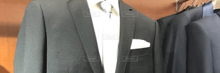 スーツとネクタイを身に着けている男の写真・画像素材[944618]